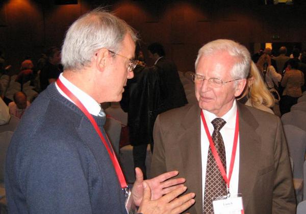 Prof. Grubišić u razgovoru s Haraldom zur Hausenom dobitnikom Nobelove nagrade za medicinu iz 2008.