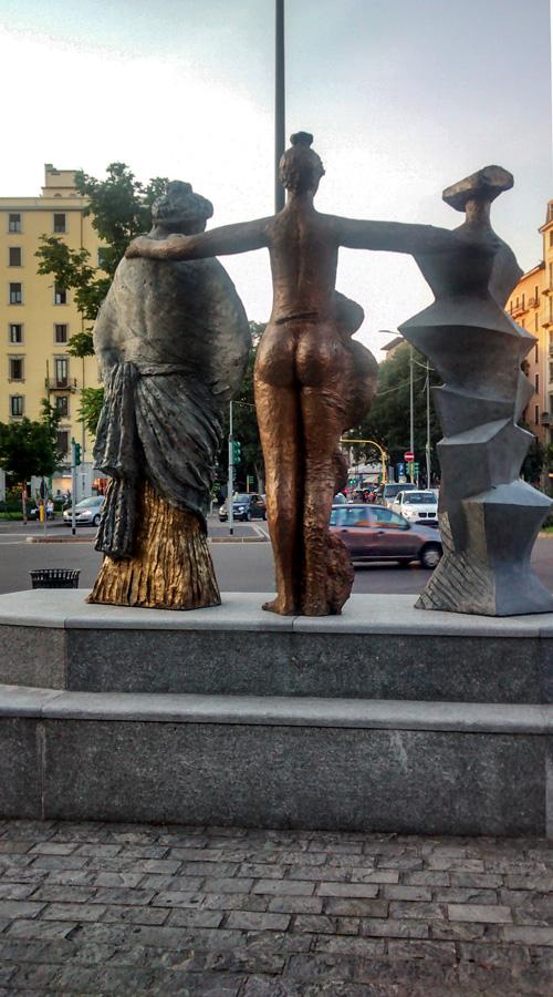 "Skulpture na ""Piazzi Piemonte"" - Milano"
